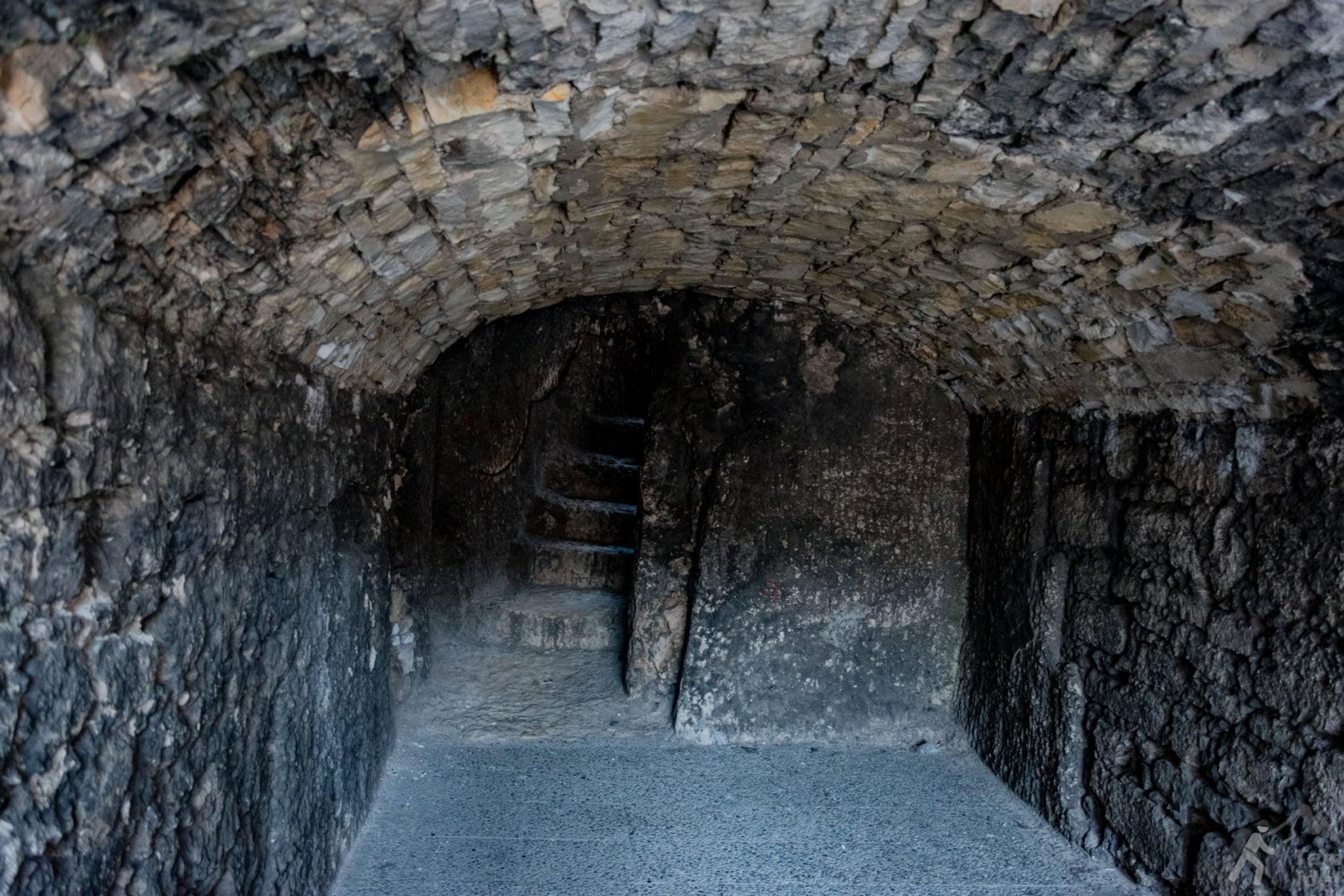 Korytarze na zamku Ogrodzieniec