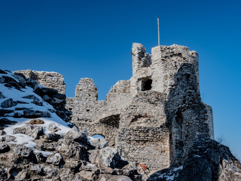 Wewnętrzny dziedziniec zamku Ogrodzieniec