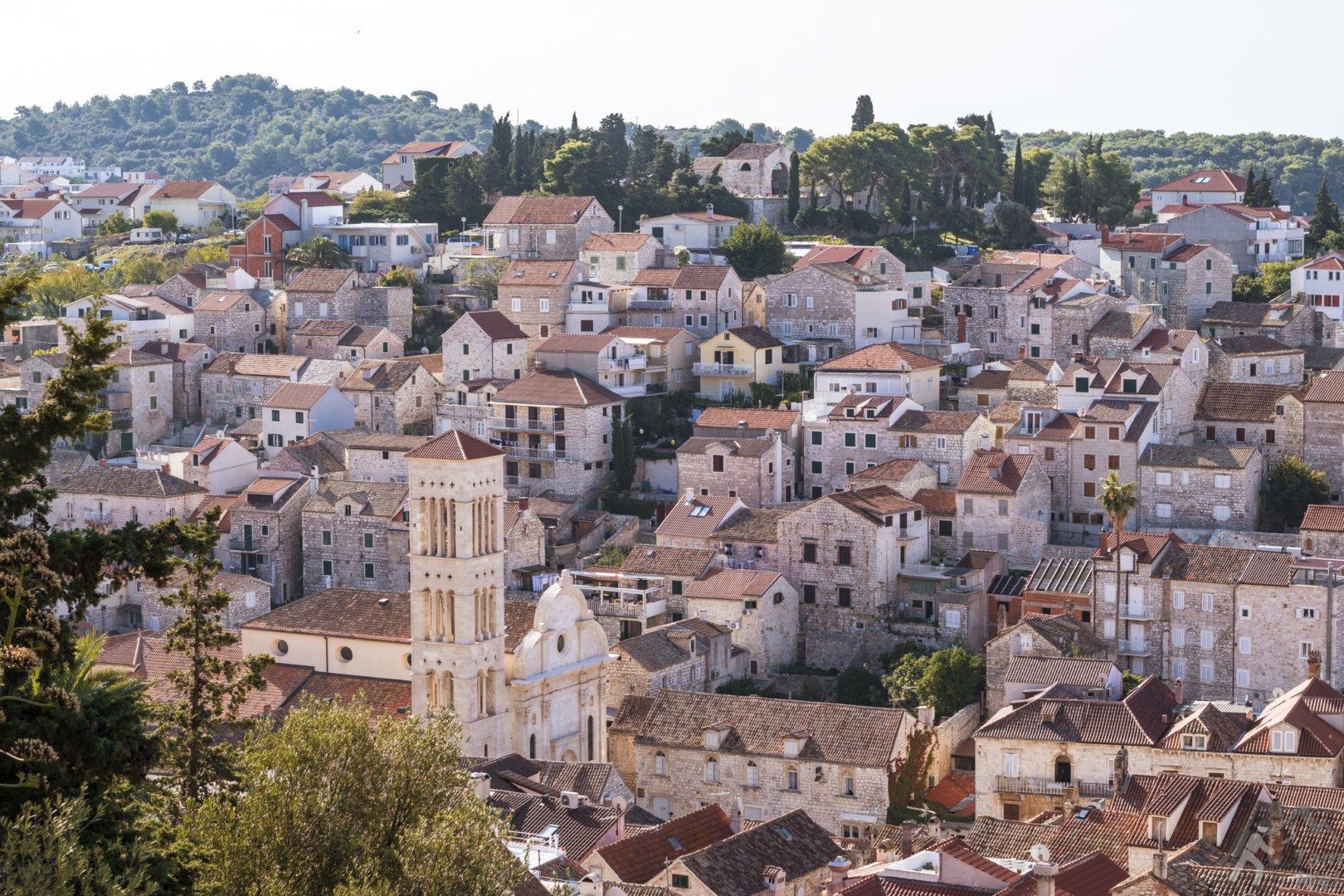 Widok na miasto Hvar z murów twierdzy Spanjola