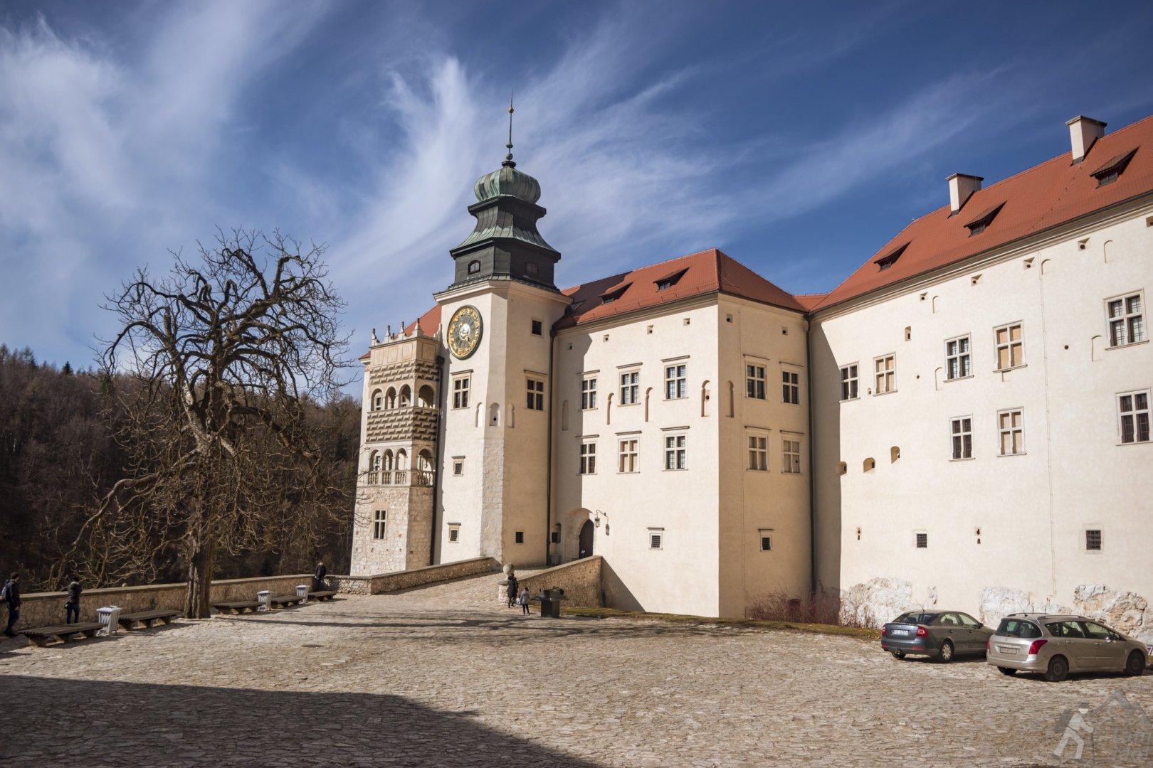 Zamek Pieskowa Skała dziedziniec