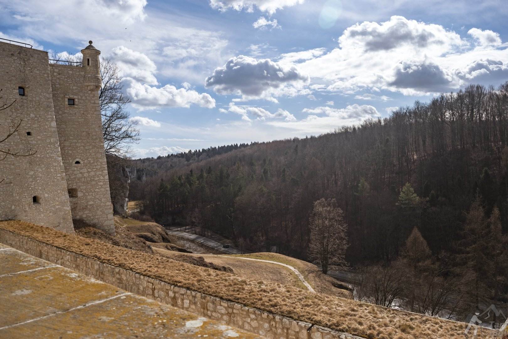 Widok z dziedzińca zamku na dolinę Prądnika