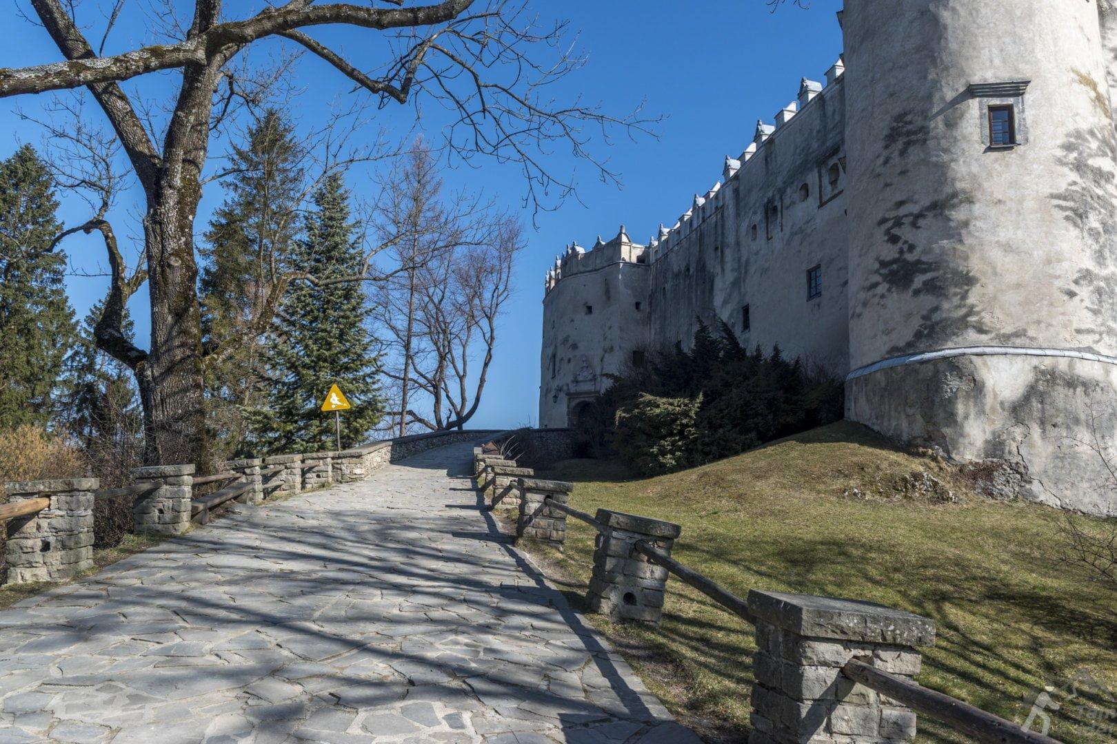 Dziedziniec zamku Dunajec