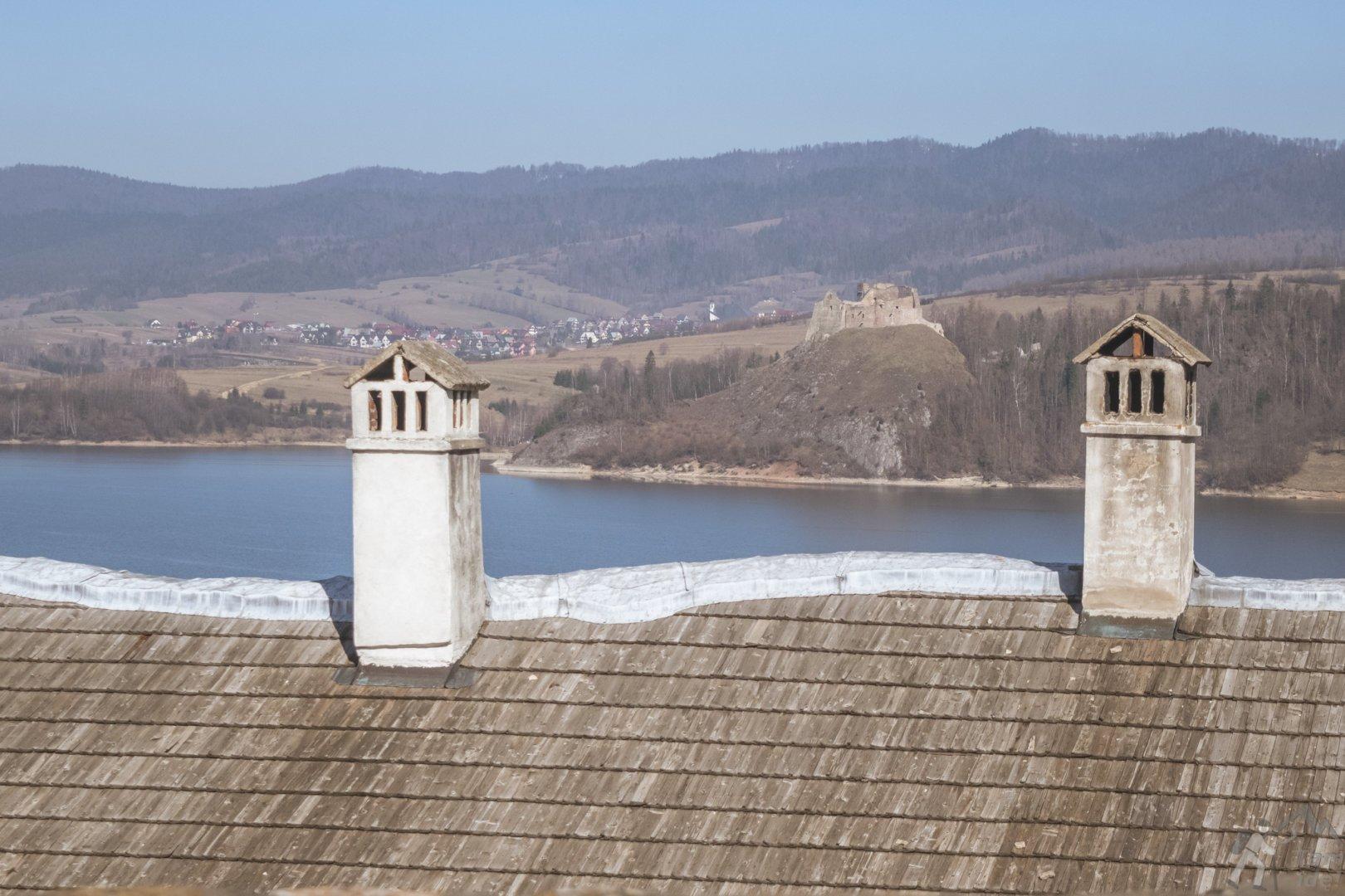 Widok na Zamek Czrosztyn z tarasu widokowego na zamku Niedzica