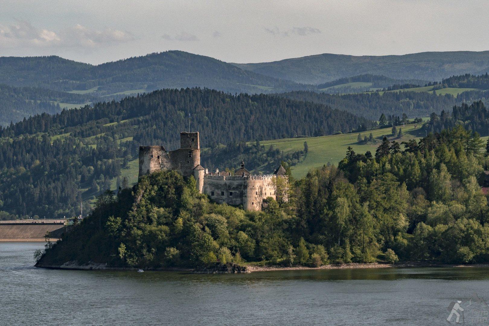 Zamek Niedzica widziany z Czorsztyna