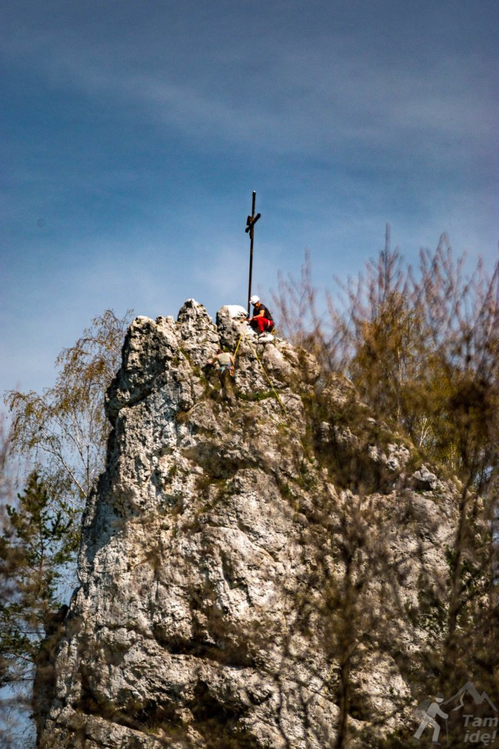Dolina Kobylańska - Wspinacze na szczycie Żabiego Konia