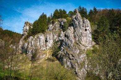 Widok na Mnicha i Żabiego Konia w Dolinie Kobylańskiej