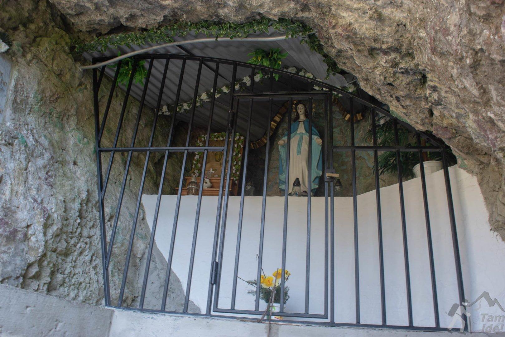 Kapliczka w Dolinie Kobylańskiej