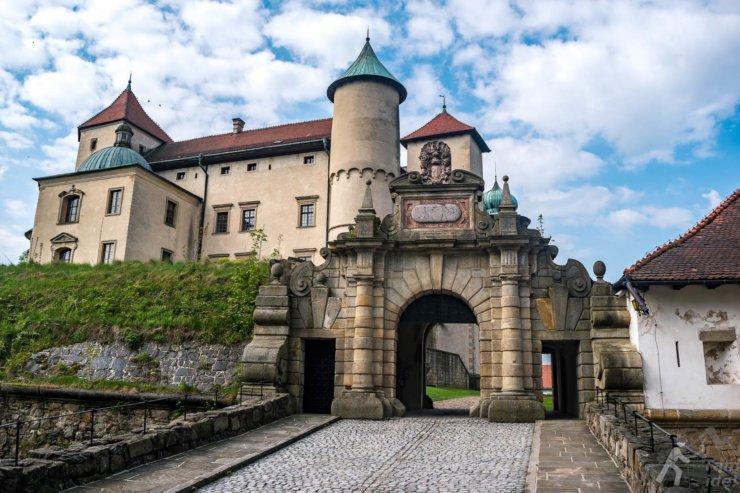 Zamek w Wiśniczu - brama wjazdowa