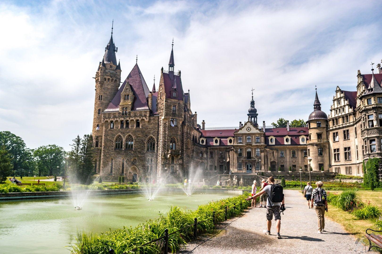 Fontanny przy zamku w Mosznej