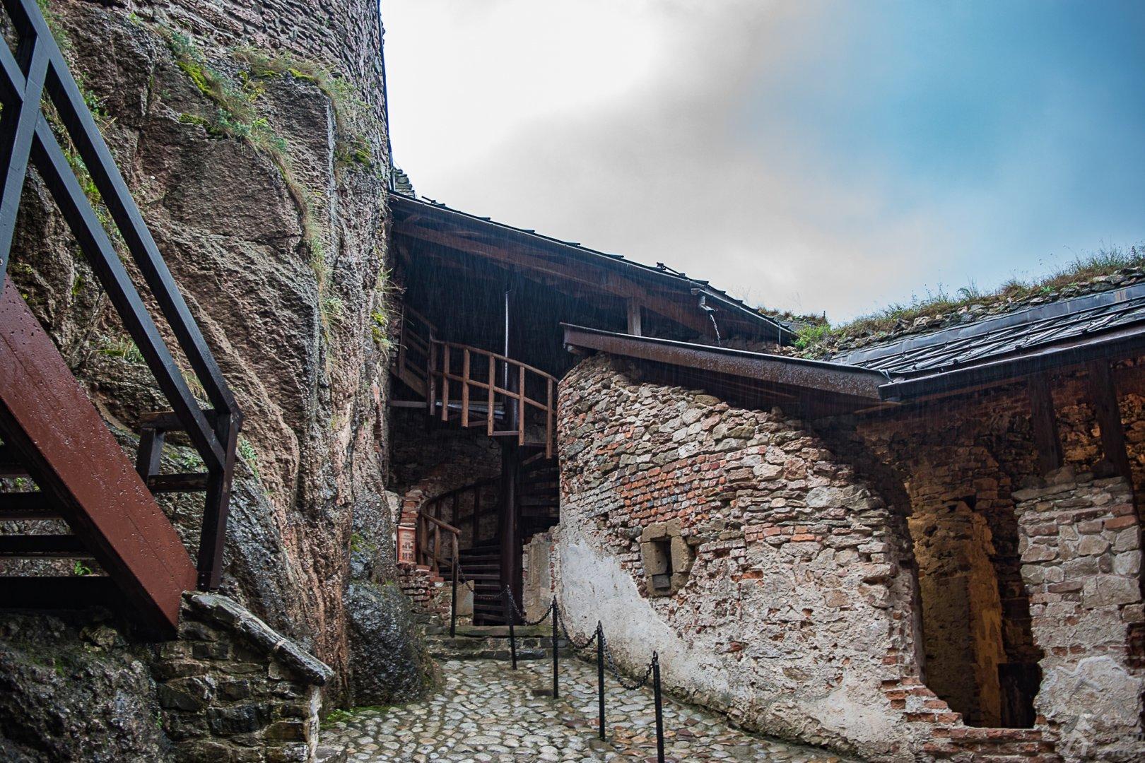 Zamek w Czorsztynie - dziedziniec
