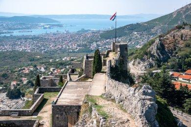 Chorwacka flaga nad Twierdzą Klis
