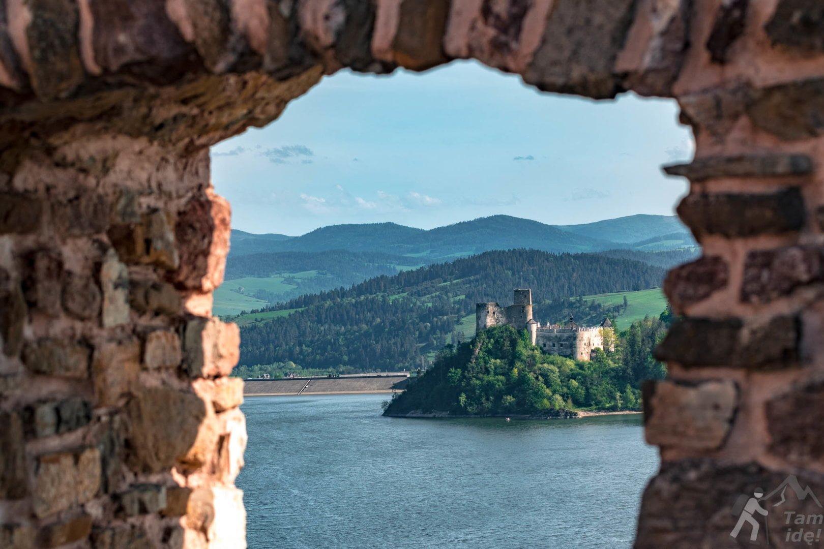 Zamek w Niedzicy z okna w Czorsztynie ;)