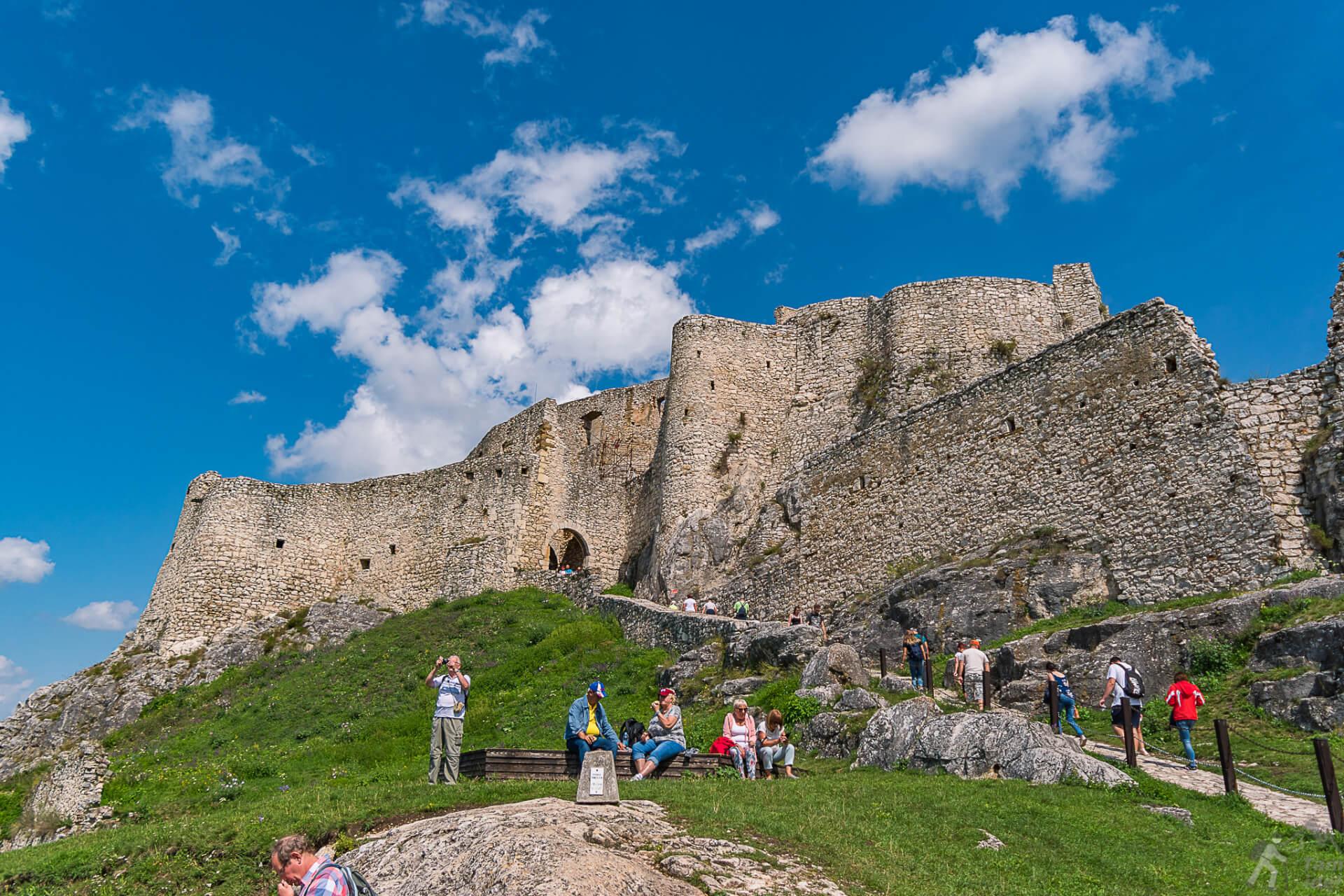 Zamek Górny widziany z dziedzińca