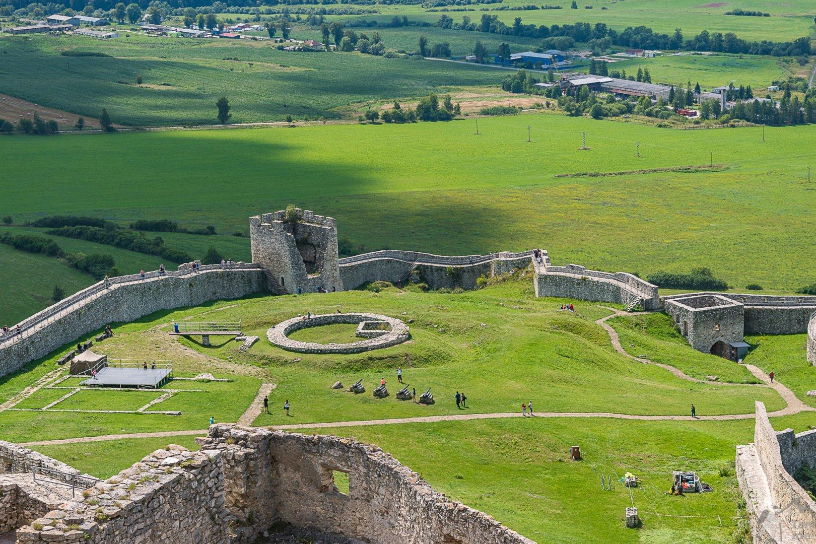 Zamek Spiski dziedziniec dolny