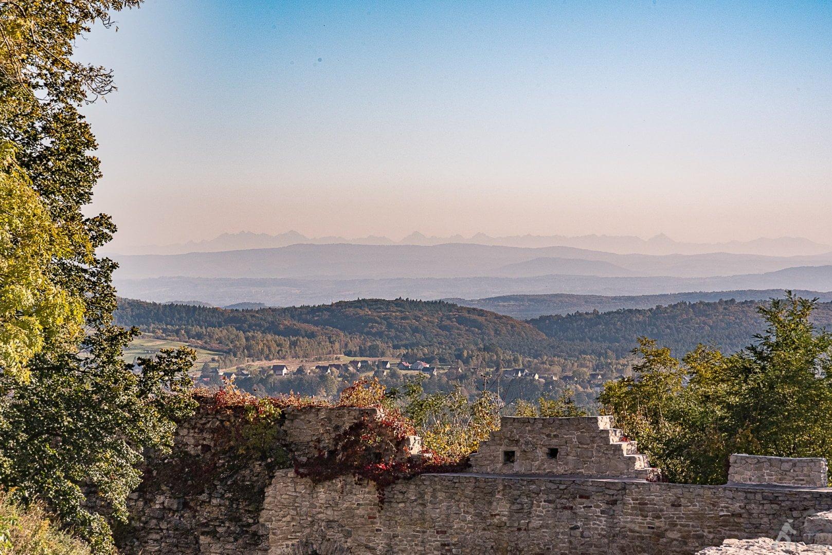 Widok na Tatry z zamku Tenczyn