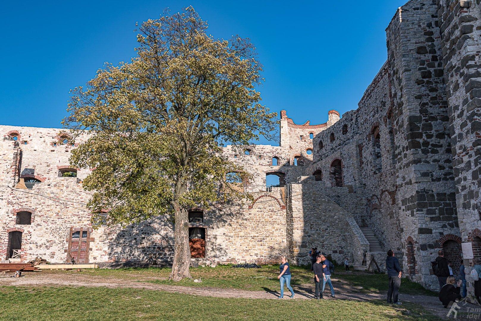 Dziedziniec zamku Górnego