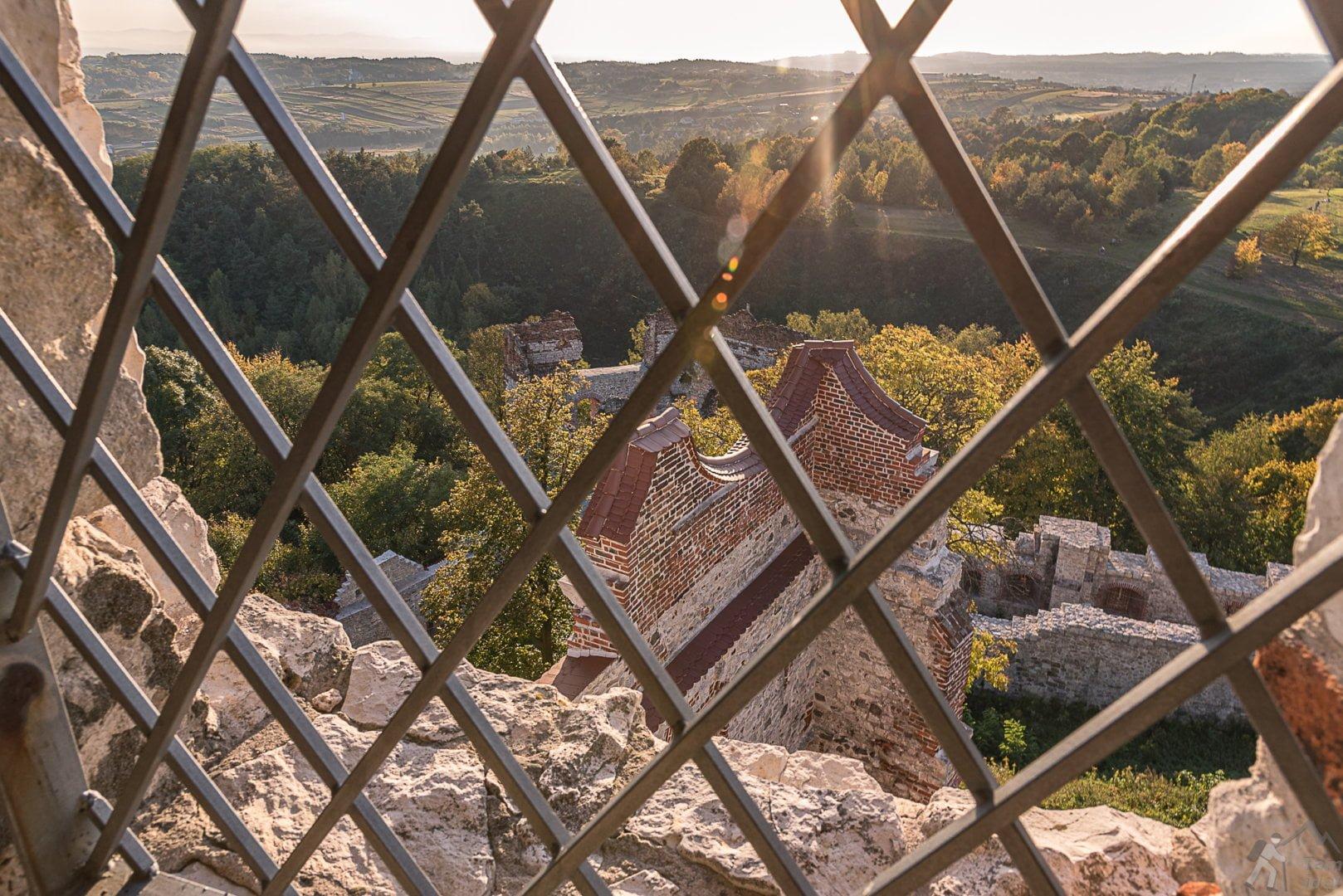 Widok z wieży Nawojowej na basztę Grunwaldzką
