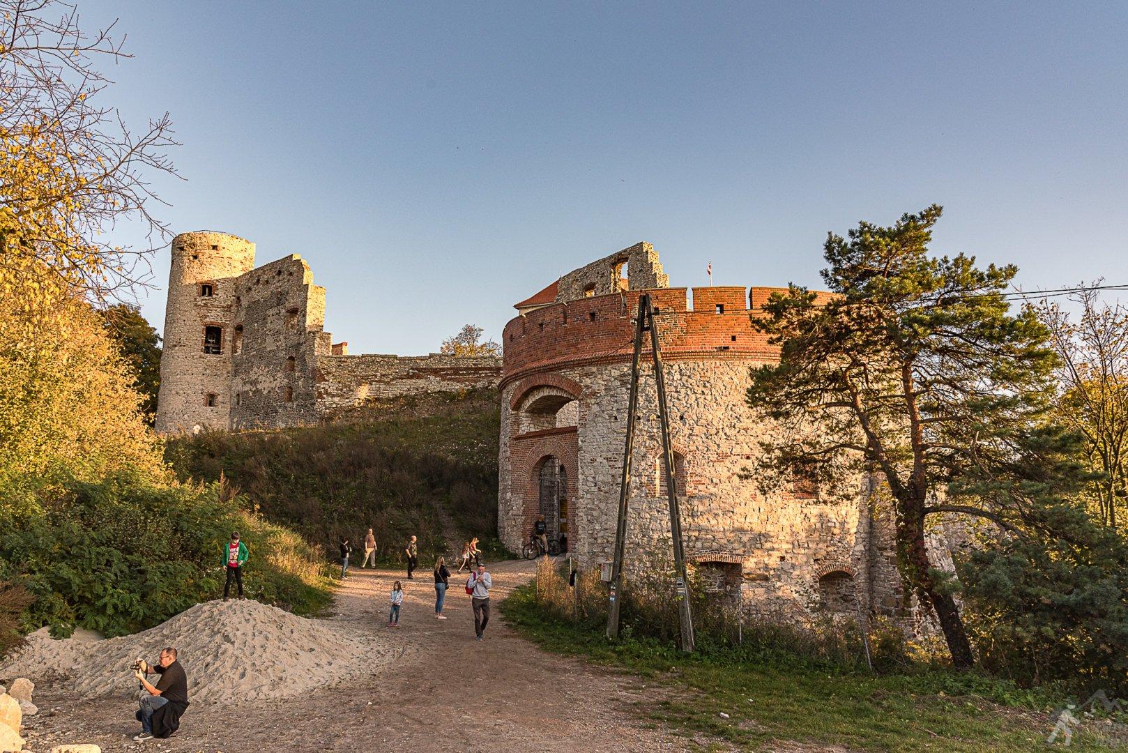 Barbakan i wieża Dorotka w zamku Tenczyzn